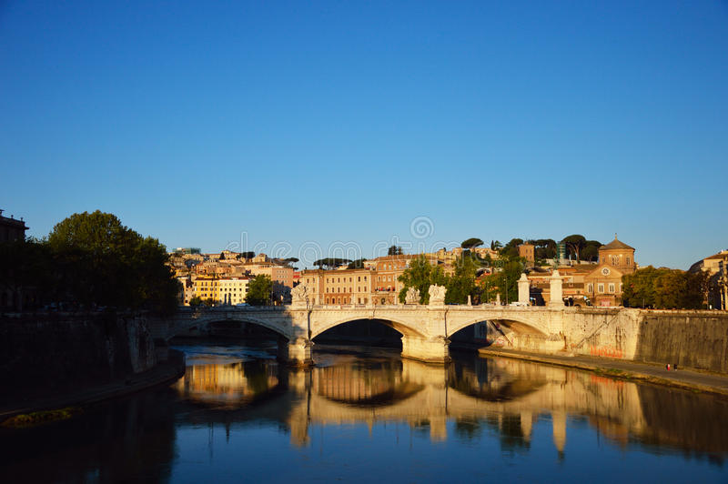 Взгляд моста Vittorio Emanuele, Рима, Италии стоковые изображения