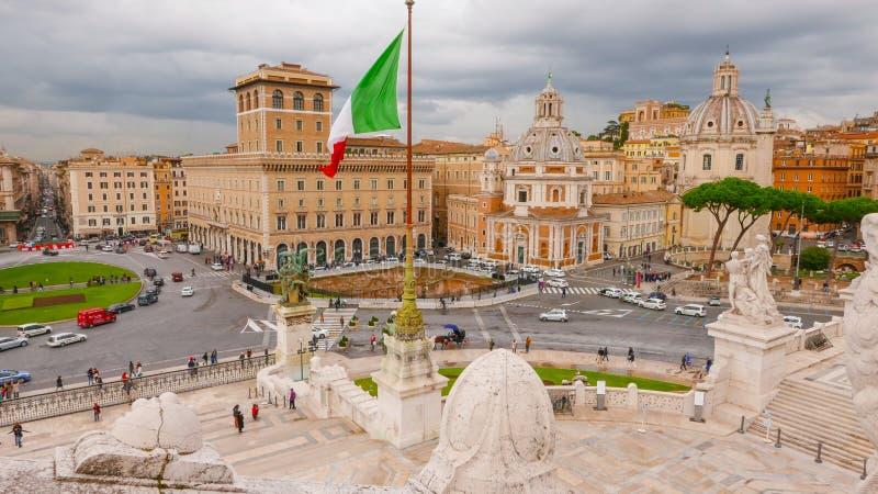 Download Взгляд над венецианским квадратом в Риме - аркаде Venezia Редакционное Стоковое Изображение - изображение насчитывающей зодчества, перемещение: 81808574
