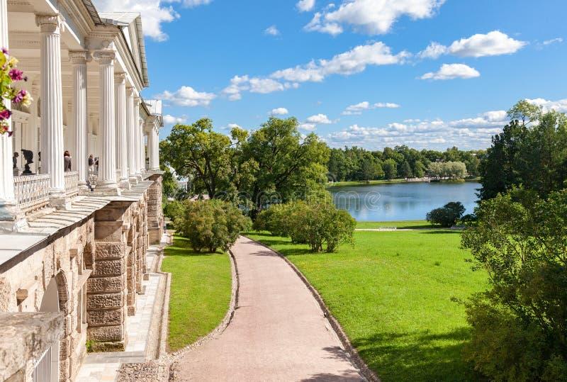 Взгляд на галерее Камерона и большом озере в парке Катрина стоковые изображения rf