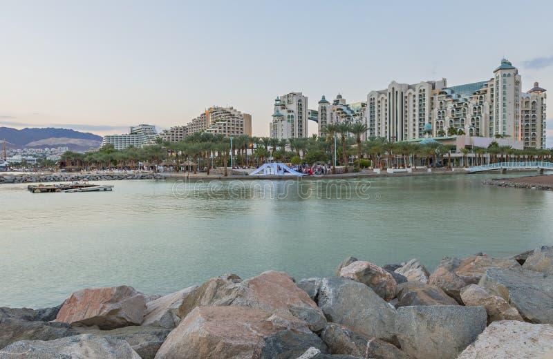 Взгляд на заливе Акабы и курортных отелях Eilat, Израиля стоковые изображения