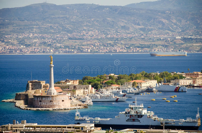 Взгляд над Мессиной, Сицилией стоковая фотография rf