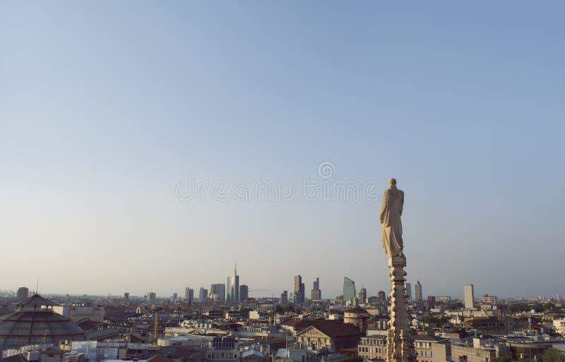 Взгляд над миланом от готических di Милана Duomo собора, Италии стоковая фотография rf