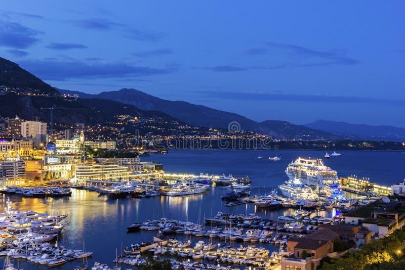 Взгляд на Монте-Карло в Монако в вечере стоковые изображения