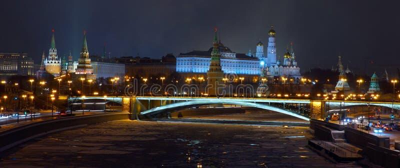 Взгляд на Москве Кремле от патриархального моста стоковое фото