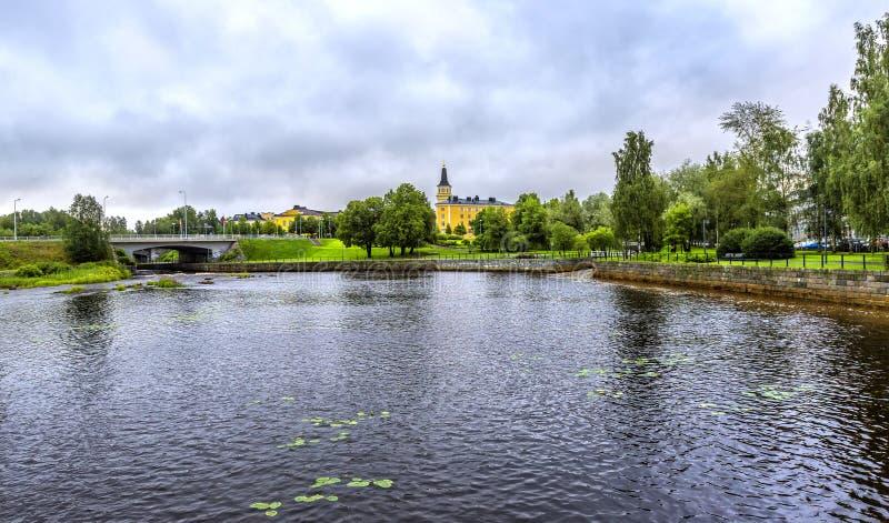 Взгляд над рекой Oulujoki в Oulu стоковая фотография rf