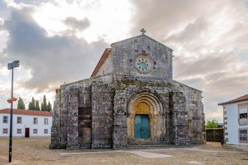 Взгляд на римском Sao Педре в тарифах - Португалии церков стоковые фотографии rf
