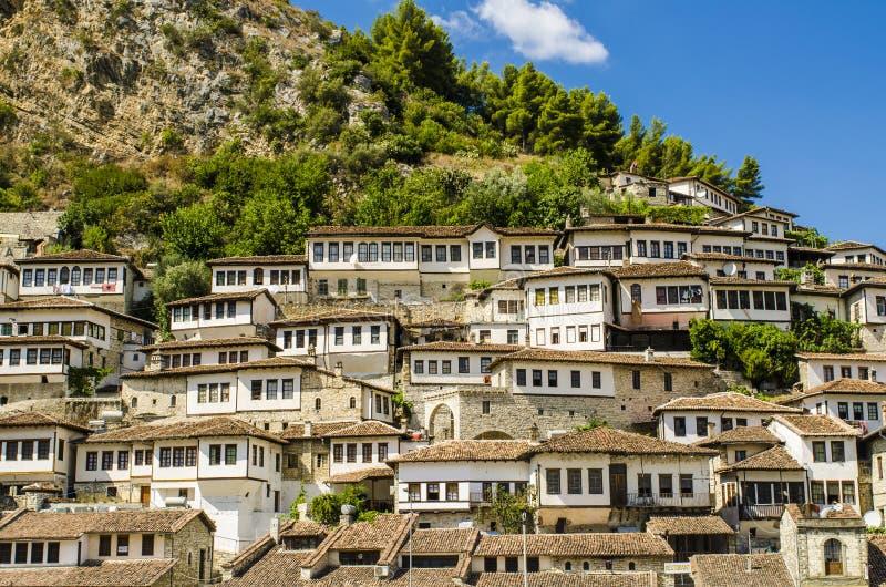 Взгляд на старом городе Berat в Албании стоковые фото