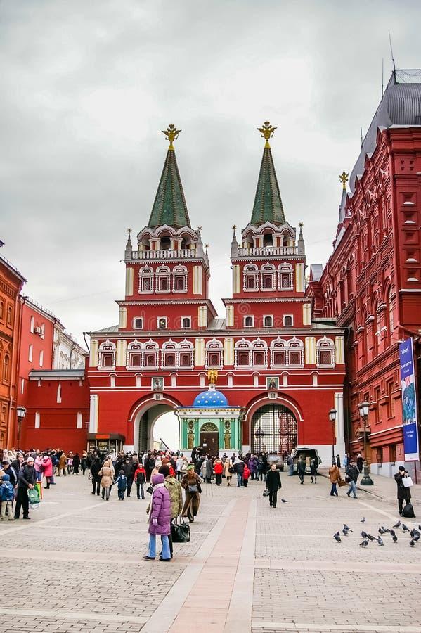Взгляд на стробе Voskresenskie в замке Кремля в Москве стоковые фотографии rf