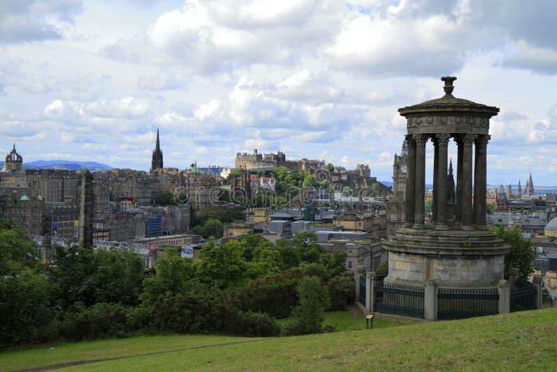 Взгляд над Эдинбургом от холма Calton стоковая фотография rf