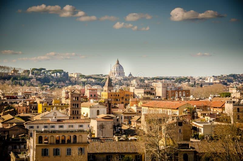Взгляд на St Peter над Римом стоковые изображения rf