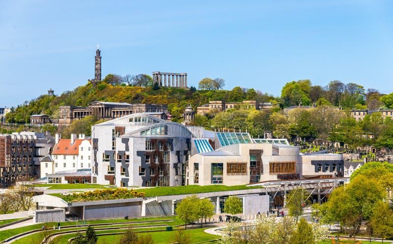 Взгляд нового дома парламента под холмом Calton стоковые изображения rf