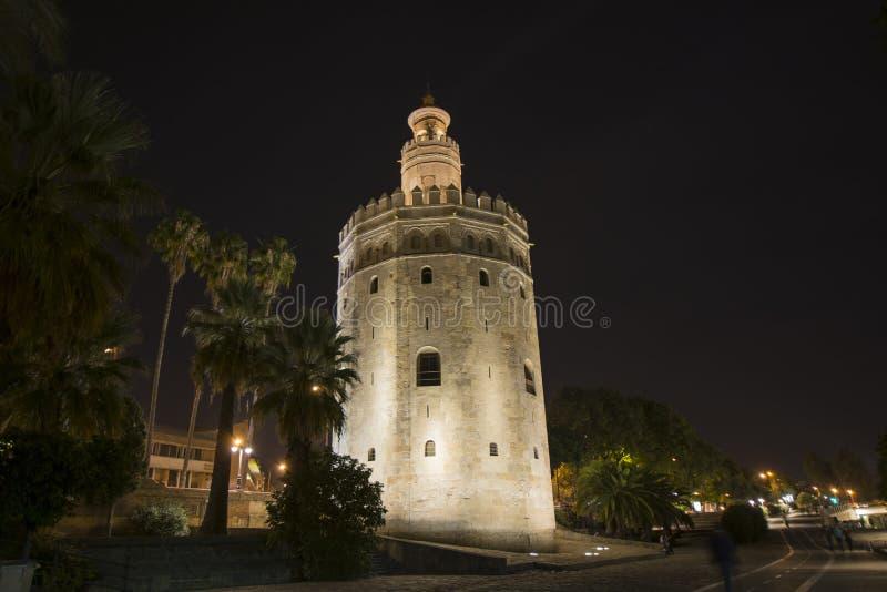 Взгляд ночи башни золота в Севилье, Испании стоковые изображения rf