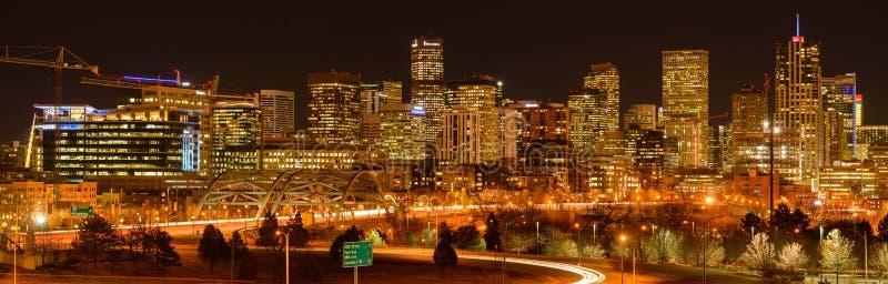 Взгляд ночи горизонта Денвера стоковые изображения rf