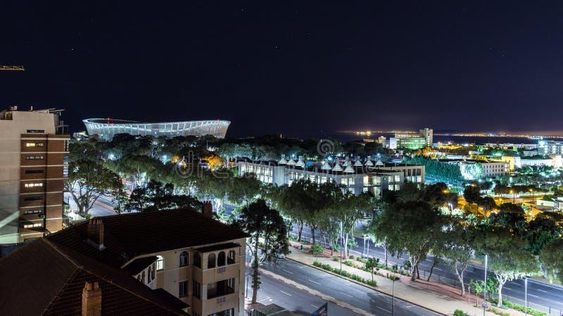 Взгляд ночи Кейптауна обозревая стадион Кейптауна стоковое изображение rf