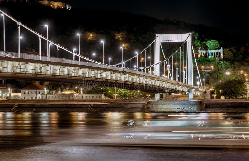 Взгляд ночи моста Elisabeth стоковая фотография