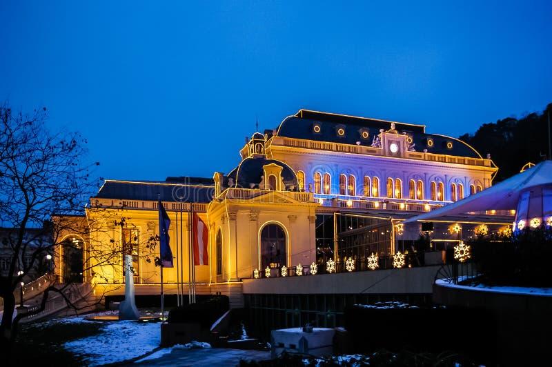 Взгляд ночи на казино в bei Wien Бадена стоковое изображение