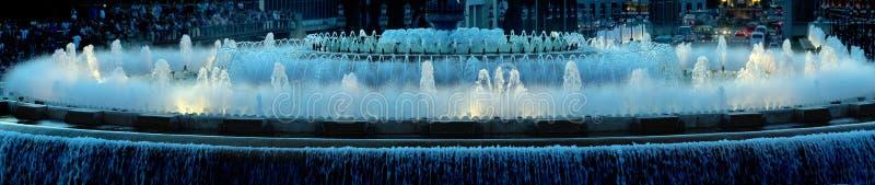 Фонтан панорамы в Барселона стоковые изображения