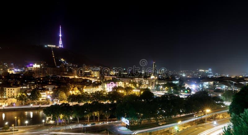 Взгляд ночи Тбилиси, столицы Georgia стоковые фотографии rf