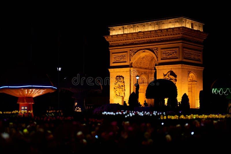 Взгляд ночи Триумфальной Арки от Shen Zhen Windows мира стоковая фотография