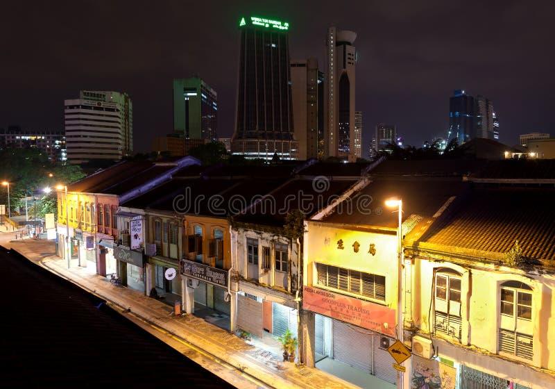 Взгляд ночи улицы Jalan Petaling в Чайна-тауне стоковое изображение rf