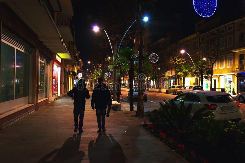 Взгляд ночи Corso Umberto i, Civitanova Марш, Италия стоковые фотографии rf