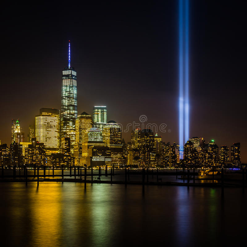 Взгляд Нью-Йорка от Нью-Джерси - городского пейзажа включая башню свободы стоковое изображение rf