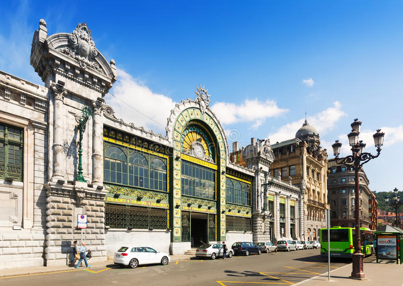 Взгляд дня железнодорожного вокзала в Бильбао стоковые изображения