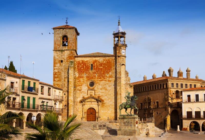 Взгляд дня мэра площади на Trujillo стоковые изображения