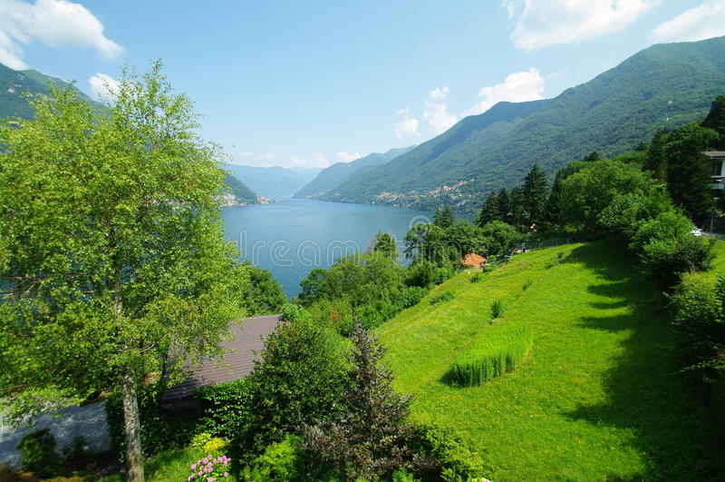 Взгляд озера como стоковое изображение rf