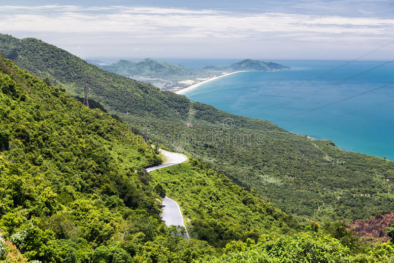 Взгляд океана на пути от оттенка к Hoi, Вьетнаму стоковые фотографии rf