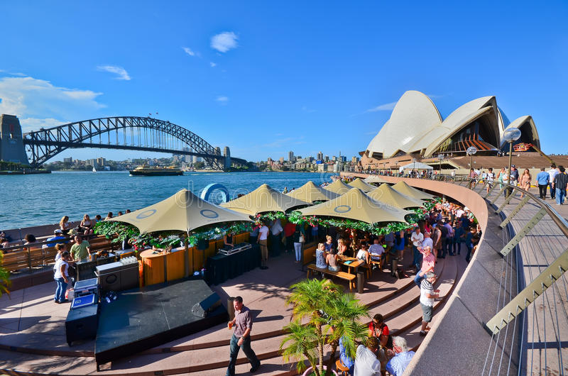 Взгляд оперного театра Сиднея и круговой набережной стоковая фотография