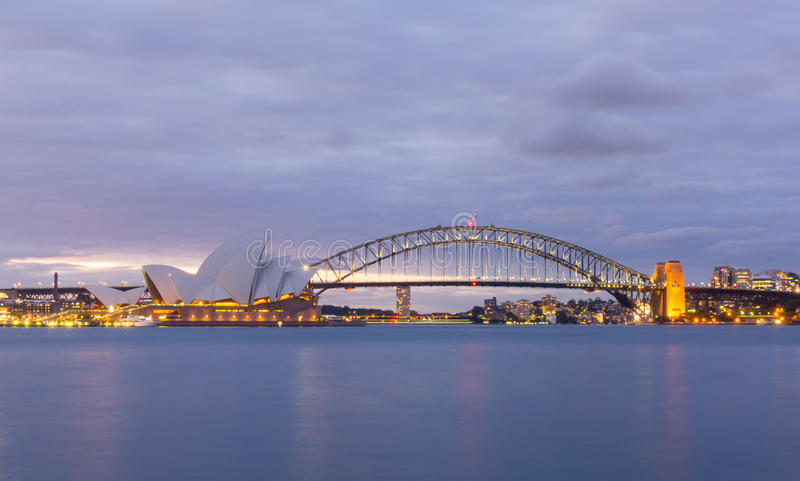 Взгляд оперных театров Сиднея от ботанического сада стоковое изображение