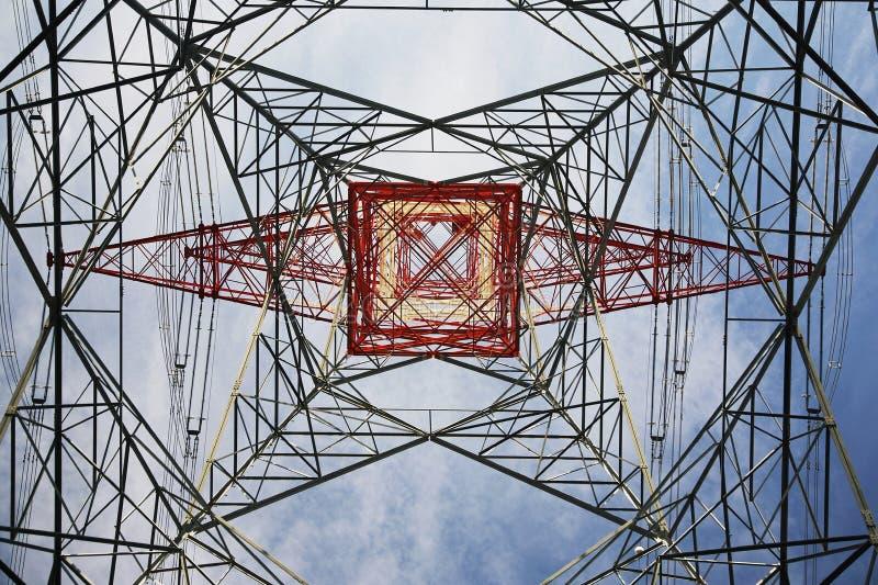 Взгляд опоры электричества снизу стоковая фотография rf