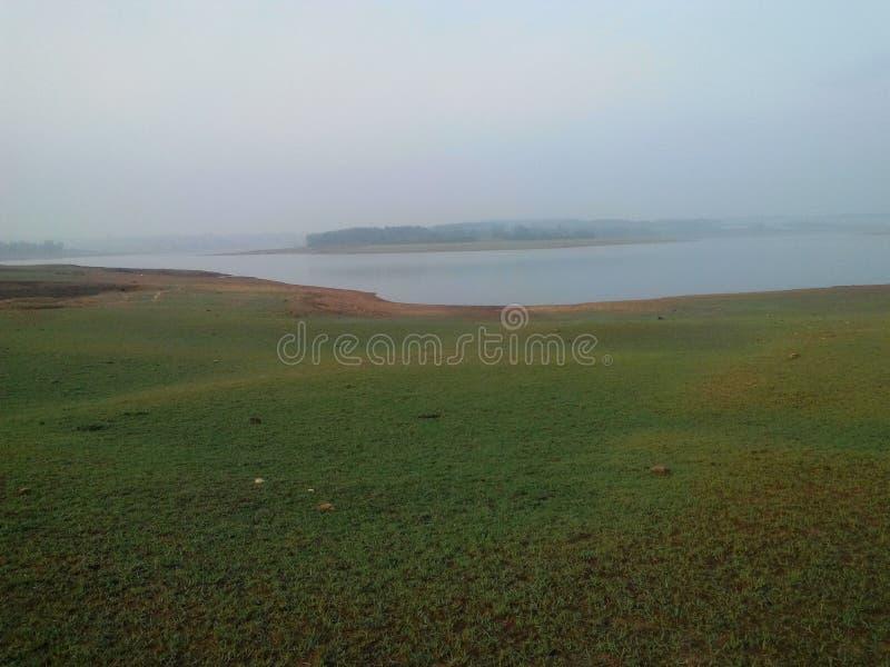 Взгляд острова дна озера стоковые фото