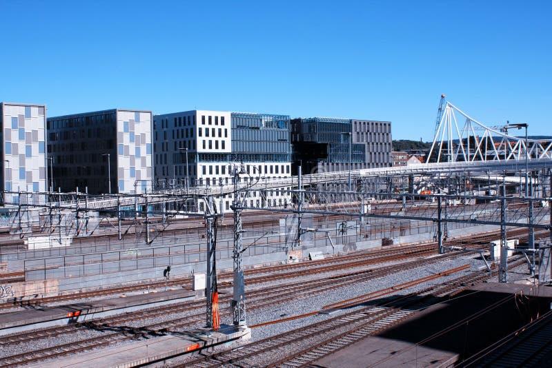 Взгляд Осло с вокзалом и современными зданиями Они некоторое стоковые фотографии rf