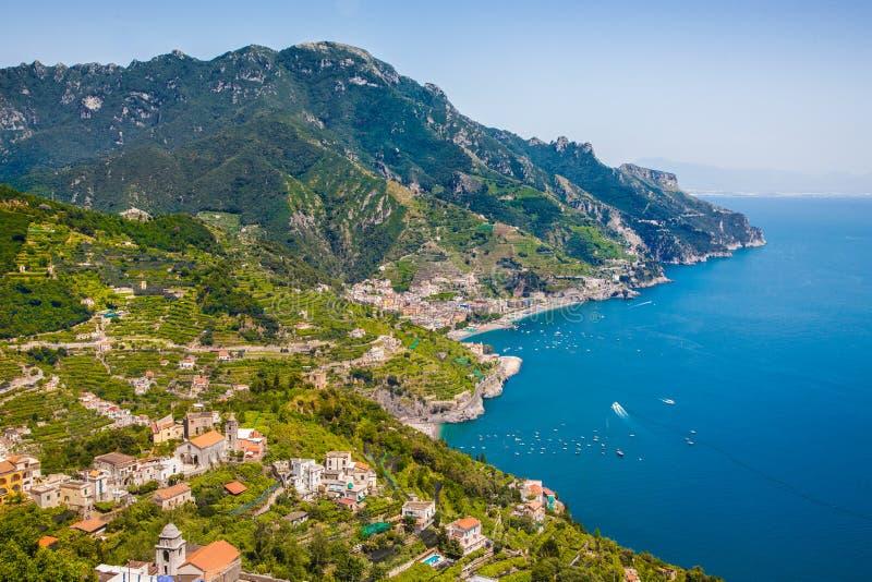 Взгляд открытки побережье Амальфи, Амальфи, кампания, Италия стоковая фотография rf