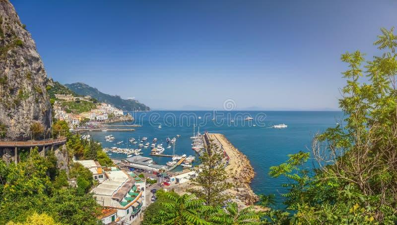 Взгляд открытки побережье Амальфи, Амальфи, кампания, Италия стоковые изображения