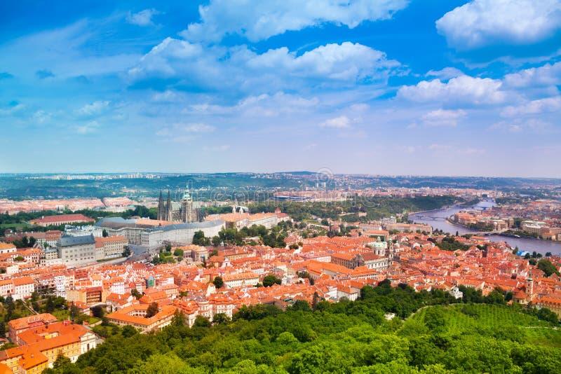 Download Взгляд от башни Petrin на Праге Стоковое Фото - изображение насчитывающей выпуклины, cityscape: 40580186