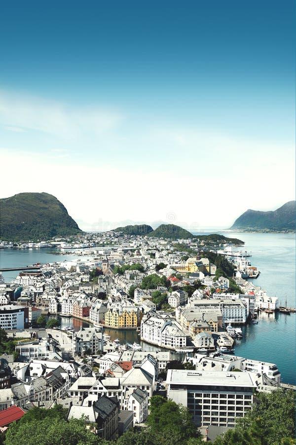 Взгляд от верхней части на Alesund Норвегии стоковая фотография rf