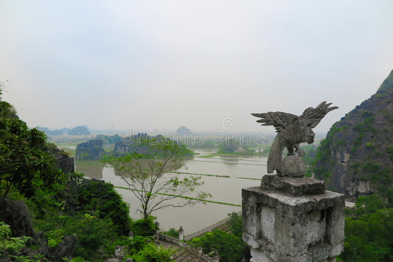 Взгляд от вершины горы дракона, провинции Бинга Ninh, Вьетнама стоковое изображение