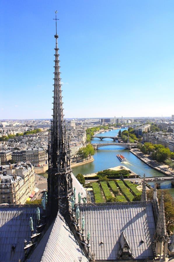 Взгляд от высот собора Нотр-Дам de Парижа, франка стоковое изображение
