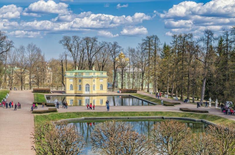 Взгляд от галереи Камерона в парке Катрина в Tsarskoye Selo стоковая фотография rf