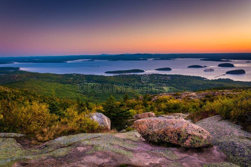 Взгляд от горы Caddilac в национальном парке Acadia, Mai восхода солнца стоковые фотографии rf