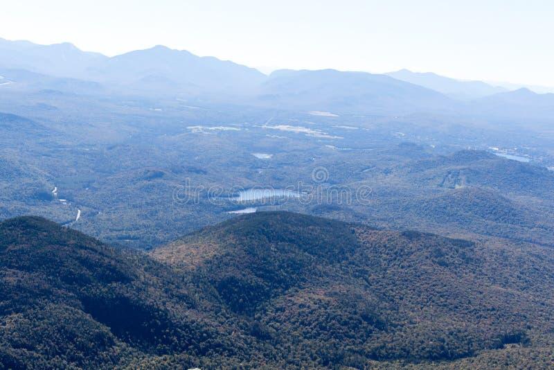 Взгляд от горы Whiteface в Adirondacks северной части штата NY стоковое изображение