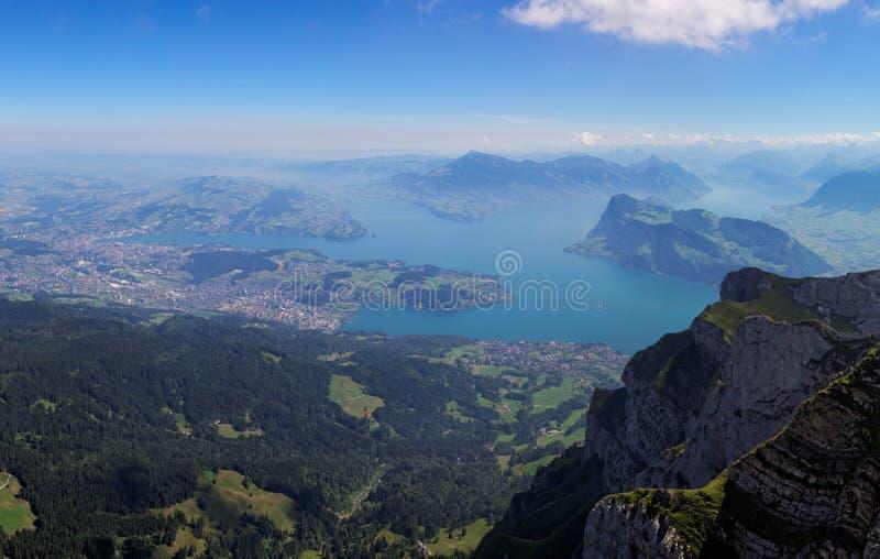 Взгляд от держателя Pilatus к озеру Люцерну, Швейцарии стоковая фотография