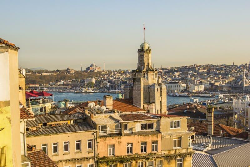 Взгляд от крыши к Karakoy и старому городу стоковые фото