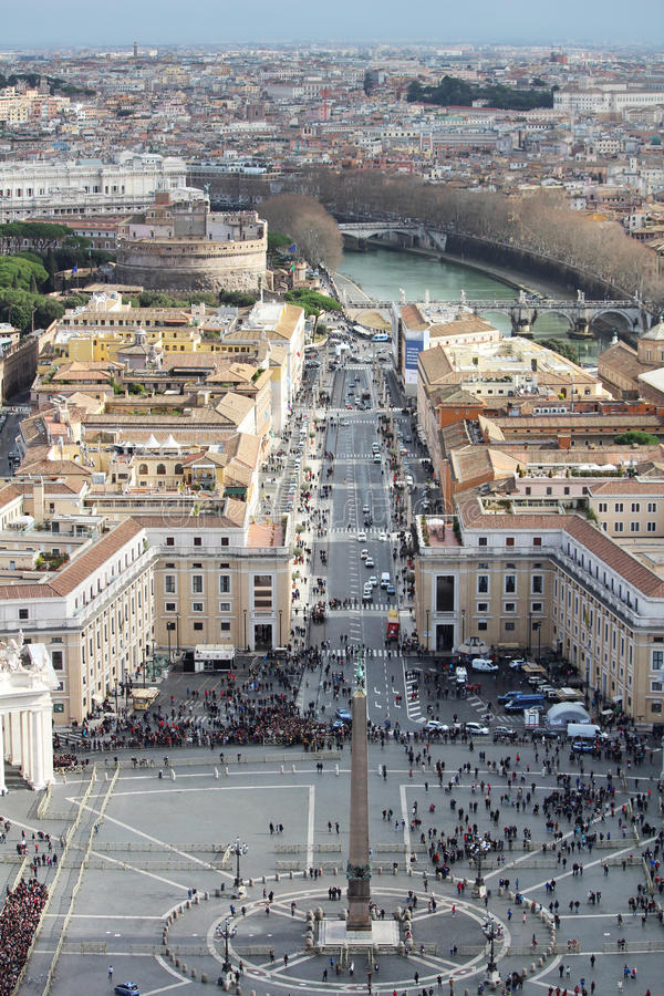 Взгляд от куполка Ватикана St Peter & x27; собор s стоковые фотографии rf