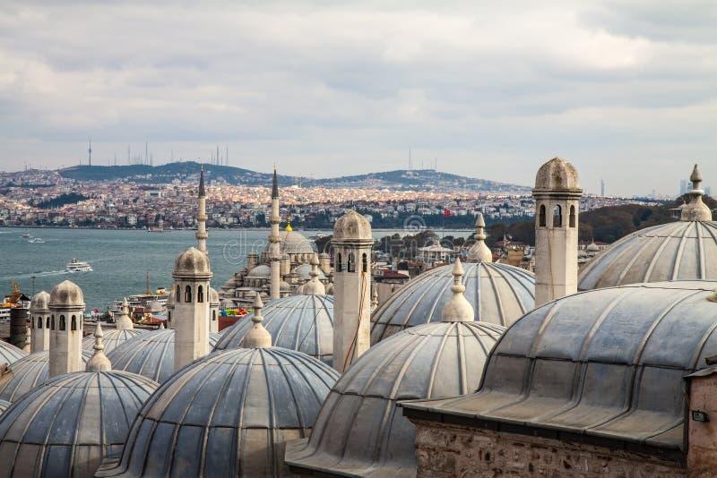 Взгляд от мечети Suleymaniye к Bosphorus, Стамбулу стоковое фото