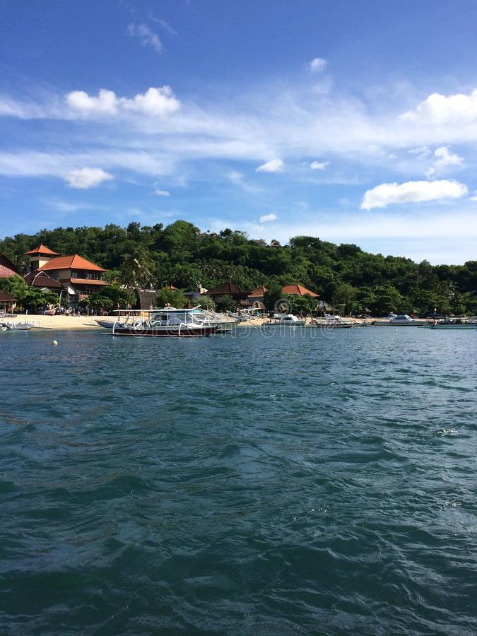 Взгляд от моря к острову Бали стоковая фотография rf