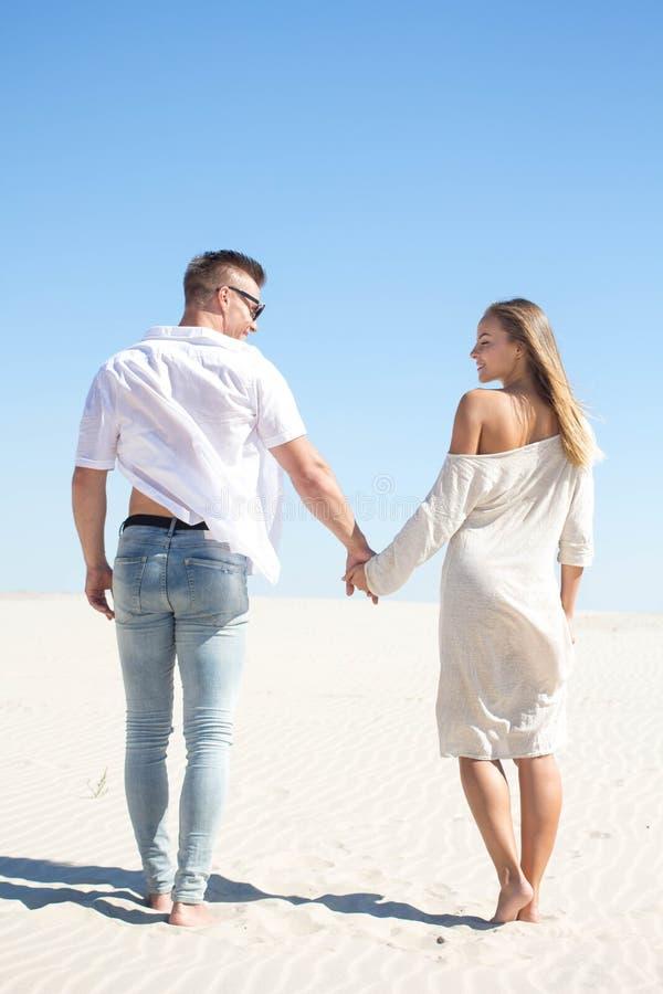 день отъезда фотографии пары на фоне песчаного карьера конкурс давно прошел